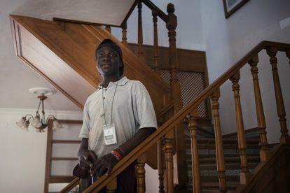 Emeka es un joven nigeriano que se ha mudado a Huelva para trabajar en la campaña de frutos rojos.