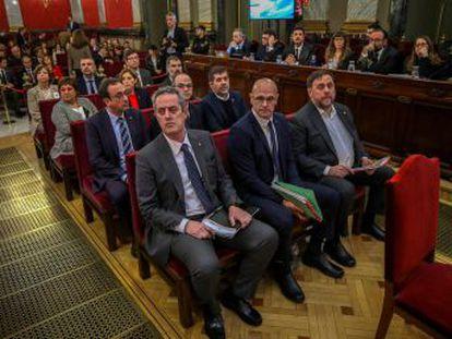 """Los abogados de los 12 procesados abren el juicio con duros alegatos y críticas a la actuación judicial, que descalifican como una """"causa general"""" contra el independentismo"""