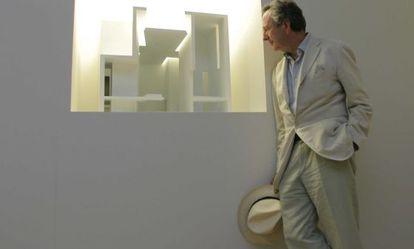 Rafael Moneo ante la maqueta de una de sus obras