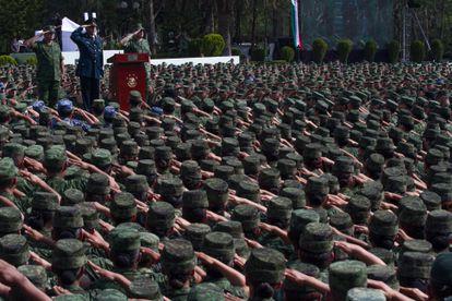 El exsecretario de la Defensa Salvador Cienfuegos Zepeda ofreció disculpas a los mexicanos por actos de tortura. En un acto en donde se congregó a 25.000 efectivos en el Campo Militar número 1, el 16 de abril 2016.