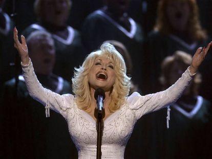 Dolly Parton, en los premios de la Asociación de Música Country, en Nashville (EEUU), en 2002.