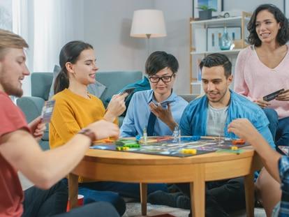 Disfruta con amigos y en familia con uno de estos juegos divertidos y llenos de sorpresas. GETTY IMAGES.