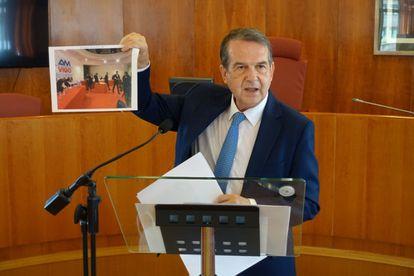 El alcalde de Vigo, Abel Caballero, durante la rueda de prensa en la que ha dado su opinión sobre la sentencia que anula el Área Metropolitana.