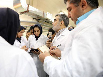 Behrouz Kamalvandi, portavoz de la Organización de Energía Atómica de Irán, durante una visita de prensa a la planta de Fordow, el pasado noviembre.