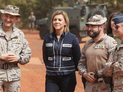Cospedal, este miércoles durante la visita a las tropas españolas destacadas en Mali.