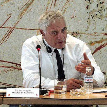 Peter Mayer, durante el Seminario Internacional del Libro de Bolsillo en mayo, en Madrid.