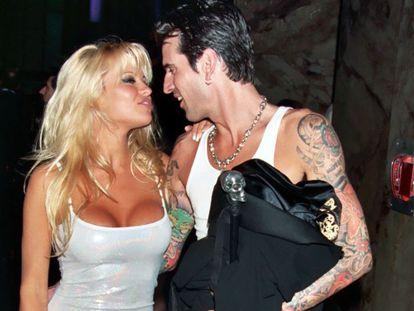 Pamela Anderson y Tommy Lee en la gala de los Grammy de 1995. Ya les habían robado el vídeo, pero ellos vivían en éxtasis, ignorantes de lo que se les venía encima.