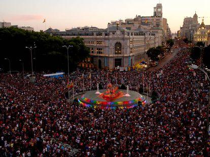 Manifestación en defensa de los derechos LGTBI por el centro de Madrid. En vídeo, un resumen del desfile.