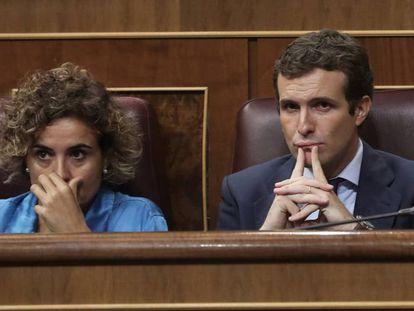 Pablo Casado y Dolors Monserrat, en el pleno de esta miércoles por la mañana.