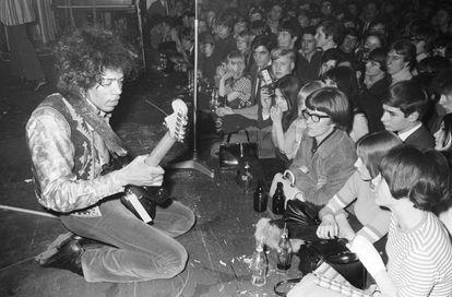 Jimi Hendrix en un concierto en 1967.