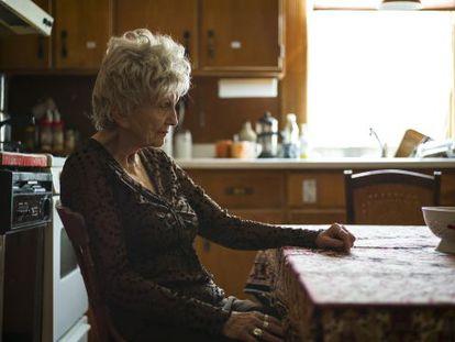 Alice Munro, premio Nobel de literatura en 2013, en la cocina de su casa en Clinton (Ontario, Canadá).