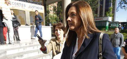 La exdelegada de Seguridad y Emergencias del Ayuntamiento de Madrid Fátima Núñez, a su llegada a los juzgados de plaza de Castilla.