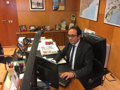 Solo dos de los exconsejeros que tuvo Carles Puigdemont acudieron ayer a la sede de sus departamentos