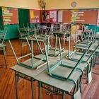 GRAF5326. MADRID, 11/03/2020.- Un aula desierta en el colegio público Rufino Blanco en Madrid, este miércoles. La suspensión de clases en las comunidades de Madrid y La Rioja y en las localidades alavesas de Vitoria y Labastida supone una situación inédita que obliga a los padres a improvisar el cuidado de sus hijos e inquieta a los alumnos con exámenes pendientes, mientras que algunos profesores tendrán que impartir las materias a distancia. EFE/ Paco Campos