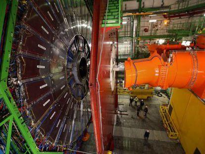 Vista lateral del experimento CMS, uno de los mayores del CERN.