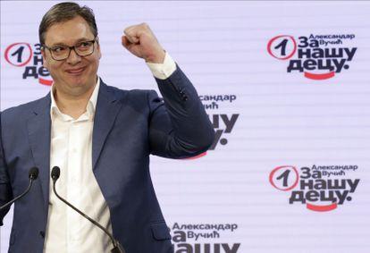 Aleksandar Vucic, al declarar la victoria de su partido en las elecciones, este domingo en Belgrado.