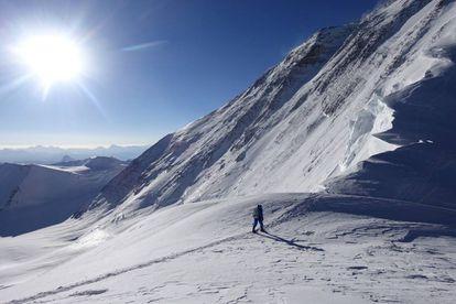 Adrian Ballinger y Cory Richards registraron en Strava su intento de subir el Everest sin oxígeno.