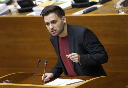 El diputado de Compromís Fran Ferri durante su defensa en las Cortes de la comisión de investigación de los contratos de Taula.