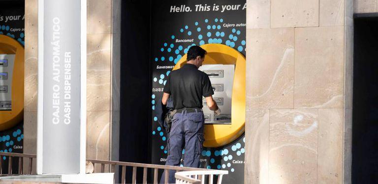 Un cajero automático de La Caixa, en una imagen de archivo.
