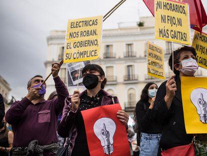 Manifestación contra la subida de la luz en la Puerta del Sol de Madrid, el 5 de junio.