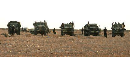 Camiones del Ejército marroquí circundan el campamento de protesta saharaui.