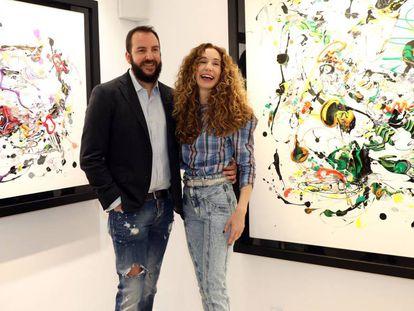 Blanca Cuesta y Borja Thyssen, en una exposición de cuadros de ella.
