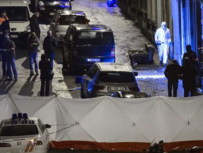 Registro en el apartamento de Verviers donde murieron los dos yihadistas.