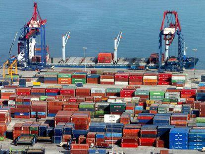 Contenedores en el puerto de Bilbao