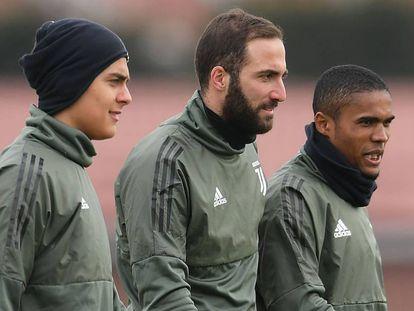 Dybala, Higuaín y Douglas Costa.