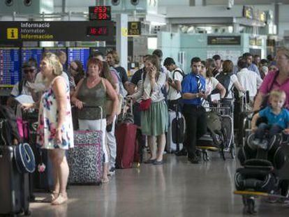 La compañía aérea ha sobredimensionado la oferta hasta provocar el colapso. Ahora tendrá que acometer de urgencia inversiones que quiso evitar