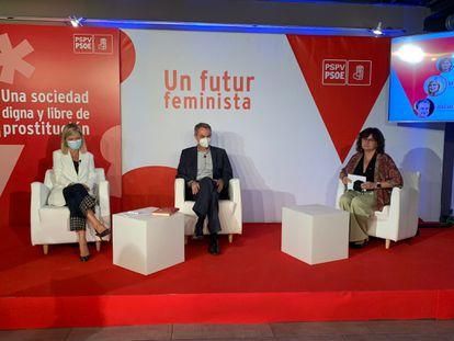 La consejera de Justicia, Gabriela Bravo, el expresidente de Gobierno, José Luis Rodríguez  Zapatero, y la directora general de Cultura, Carmen Amoraga, este jueves en la sede de Adeit en Valencia.