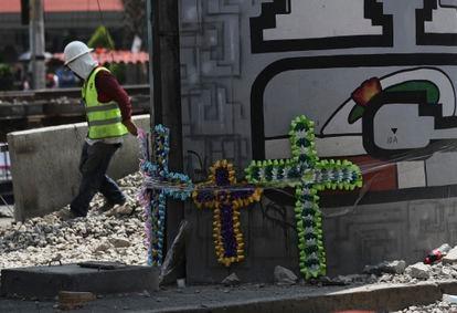 Homenaje a las víctimas del colapso de la Línea 12 del metro, este lunes en la Ciudad de México.