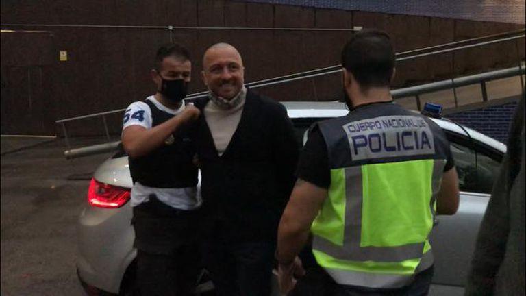 El fugitivo Vittorio Raso detenido en Barcelona, en el momento en el que era trasladado a dependencias policiales.