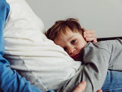 Padres sobreprotectores que no dejan que sus hijos se enfrenten a desafíos propios de su edad