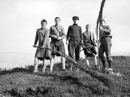 Caballeros británicos con 'kilts'.