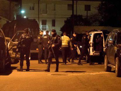 Guardias civiles, este jueves durante el operativo de búsqueda en Andorra (Teruel).