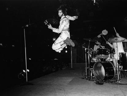 The Who actuando en Londres en 1970. Saltando, Pete Townshend; detrás, en la batería, Keith Moon.