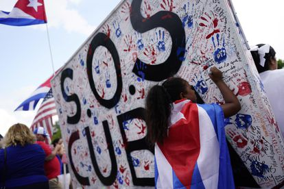 Cuban-Americans demonstrate in front of the White House on July 17 with the slogan of protests #SOSCuba.