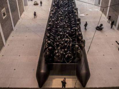 Instalación hinchable de 70 metros 'Law of Journey', de Ai Weiwei