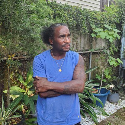 Jacc Mikel, en uno de los jardines que cuida en Nueva Orleans. /AMANDA MARS