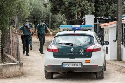 Una patrulla de la Guardia Civil en Caraixent (Valencia), el municipio donde ha sido detenido el presunto asesino de Florina.