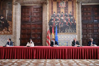 Ximo Puig preside la reunión de la Mesa de Diálogo Social de la Comunidad Valenciana.