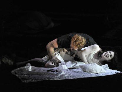 El abuso sexual a las mujeres ya había sido reflejado sobre el escenario en obras como 'La violación de Lucrecia', de Shakespeare, aquí reprsentado por Duncan Rock y Claudia Huckle en Glyndebourne en 2013, pero en los últimos meses hemos conocido casos que van más allá de la ficción.