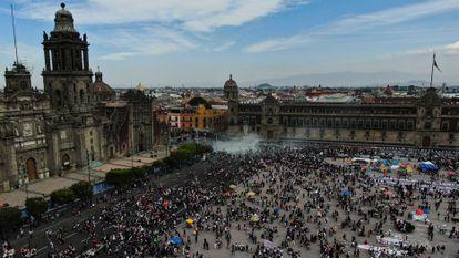 Las protestas en Palacio Nacional, la residencia del presidente mexicano Andrés Manuel López Obrador, este lunes.