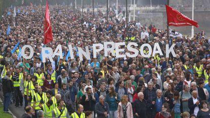 Manifestación por el acercamiento de los presos de ETA el pasado día 20 en San Sebastián. En vídeo, declaraciones de Iker Urbina, abogado de presos de ETA.