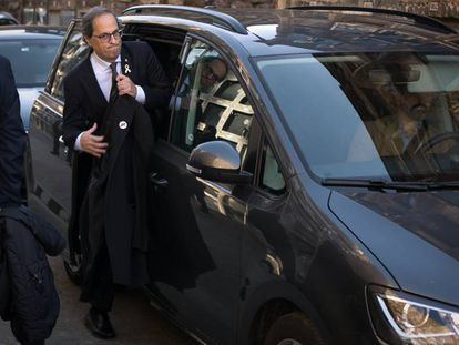 Quim Torra, entra a su vehiculo tras la ofrenda floral a la tumba del expresidente catalan Francesc Macia, en 2018.