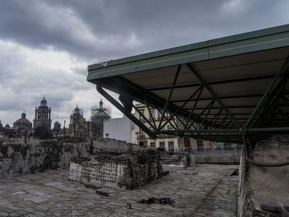 Vista del altar Tzompantli y la Casa de las Águilas, en el Templo Mayor de los aztecas, en Ciudad de México.