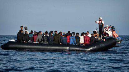Rescate de 74 migrantes este lunes a 24 millas naúticas de Libia.