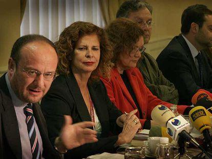 Rafael Rubio y Carmen Alborch, ayer, durante la presentación del programa electoral.