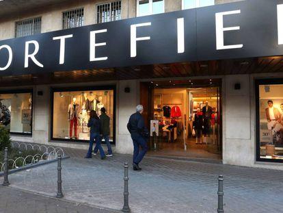 Fachada de una tienda de la cadena Cortefiel en Madrid.